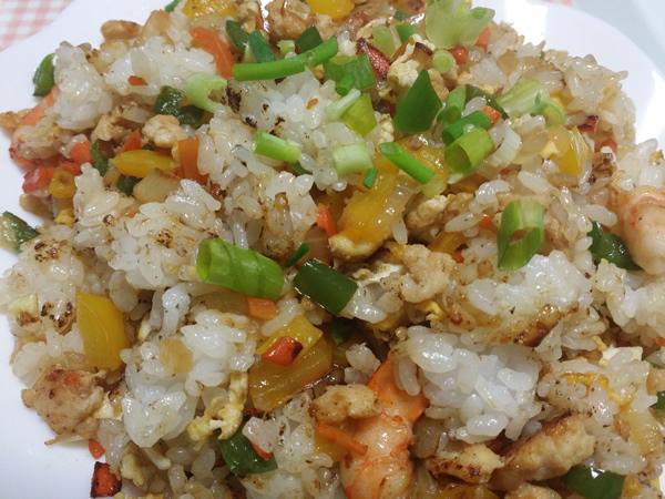 野菜たっぷりの健康焼き飯