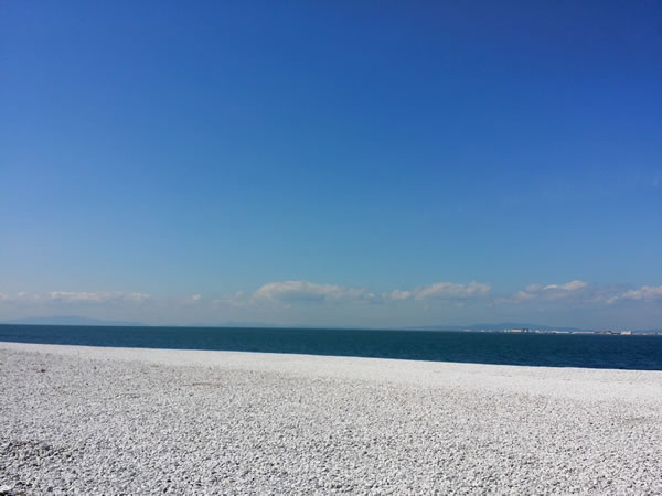 健康の為に歩く-浜辺の写真